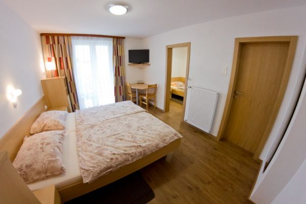 sobe-zimmer-rooms-drinovec-naklo-pri-kranju-1-of-8-custom36DE3A4B-BC2E-527C-8FFD-E4D9B4560CBF.jpg